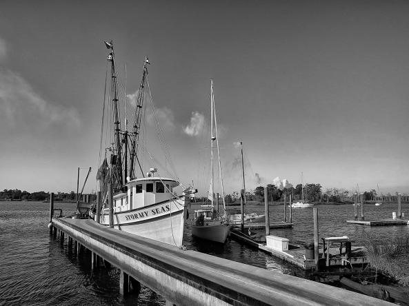 Stormy Seas Shrimper, M Monochrome with Tri-Elmar at 16mm